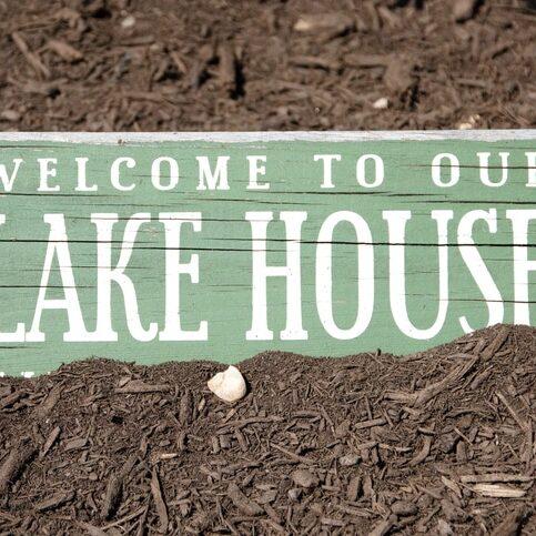 Replicating Data Warehouse with Databricks Lakehouse